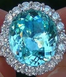 Anello con tormalina Paraiba e diamanti