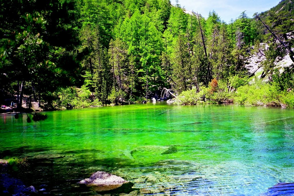 Lago verde smeraldo Valle Stretta